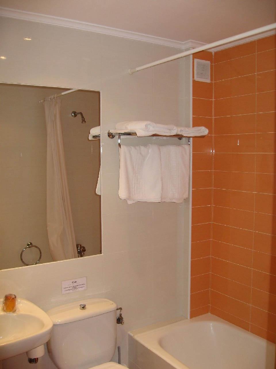 hotel en laredo laredo-playa-2008-bano-naranja
